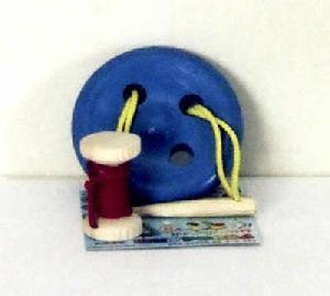 Шнуровка пуговица 4 отверстия с катушкой крашенная
