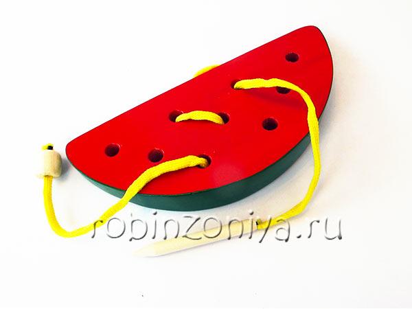 Развивающая игрушка деревянная шнуровка для детей Арбузная долька купить с доставкой по России в интернет-магазине robinzoniya.ru.